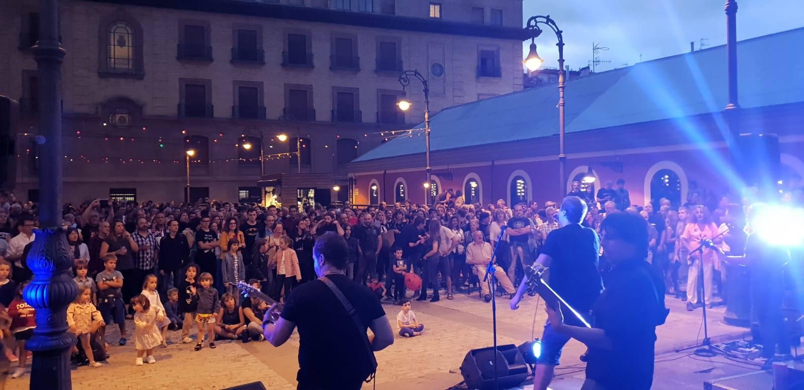 zentral-terraza-concierto-noche